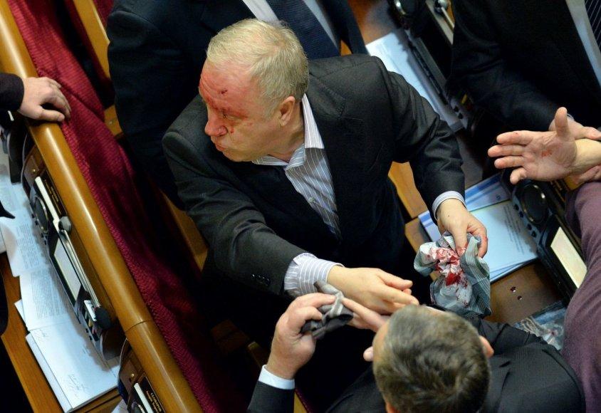 Deputatų muštynės Ukrainos parlamente