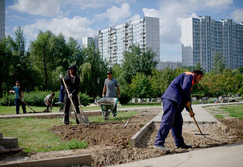 Imigrantai dirba viename iš Maskvos rajonų