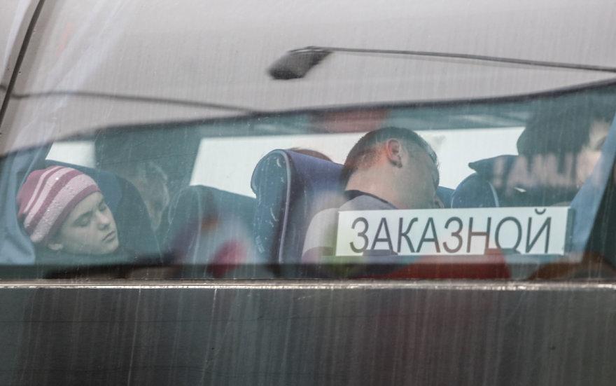 Turistai iš Baltarusijos prekybos centro aikštelėje