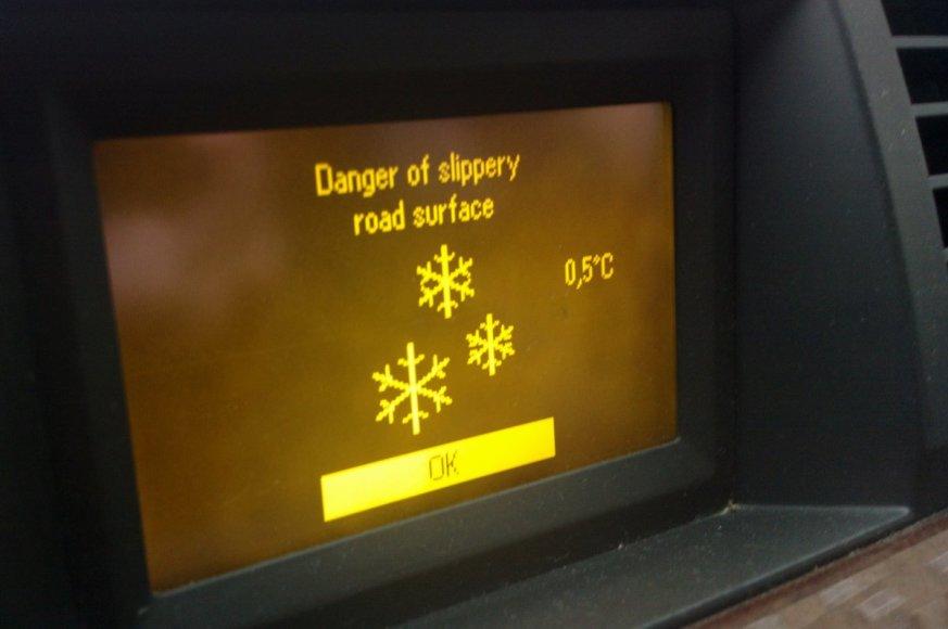 Ketvirtadienį temperatūra sostinėje nukrito iki beveik nulio laipsnių. Tai – rimtas įspėjimas ir vairuotojas.