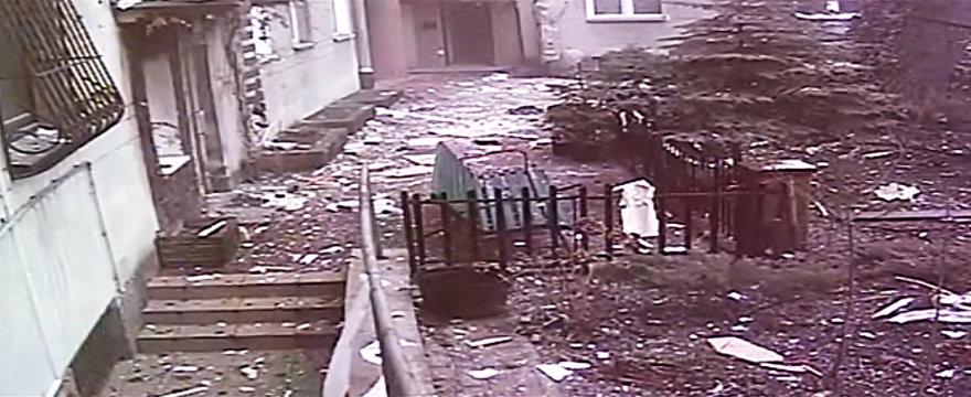 Taip po sprogimo atrodė Varšuvos centro daugiabučio kiemas