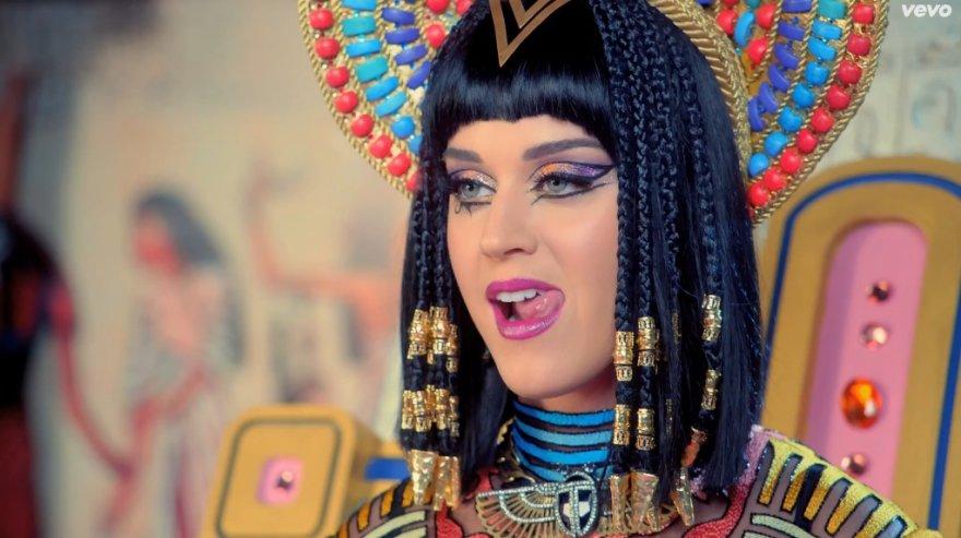 """Katy Perry dainos """"Dark Horse"""" vaizdo klipe"""