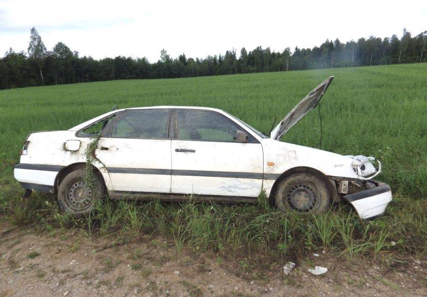 """""""VW Passat"""" vairuotojas žuvo iškritęs pro automobilio langą"""
