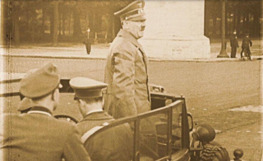 """Adolfas Hitleris Paryžiuje / kadras iš filmo """"Frankofonija"""""""