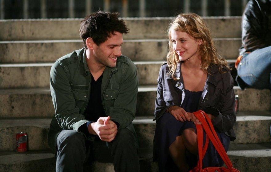 """Kadras iš filmo """"Meilė ant lagaminų"""" (""""Jusqu'à toi"""", 2009)"""