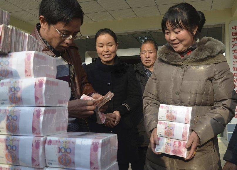 Išmokėti dividendus grynaisiais Kinijos Jianshe kaime yra įprasta.