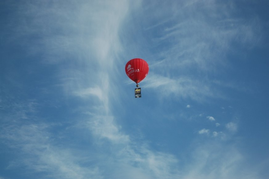 """Į Vilnių atvykusius """"Aerosmith"""" sveikino oro balionu"""