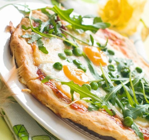 Pica su kiaušiniais ir žirneliais