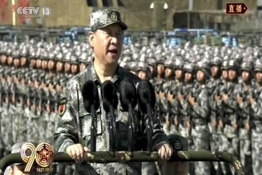 Xi Jinpingas vadovavo kariniam paradui