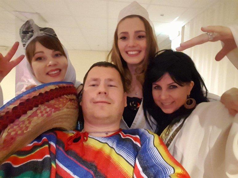 """Anastasyia (3 iš kairės) kompanijos """"Lesta"""" vakarėlyje"""