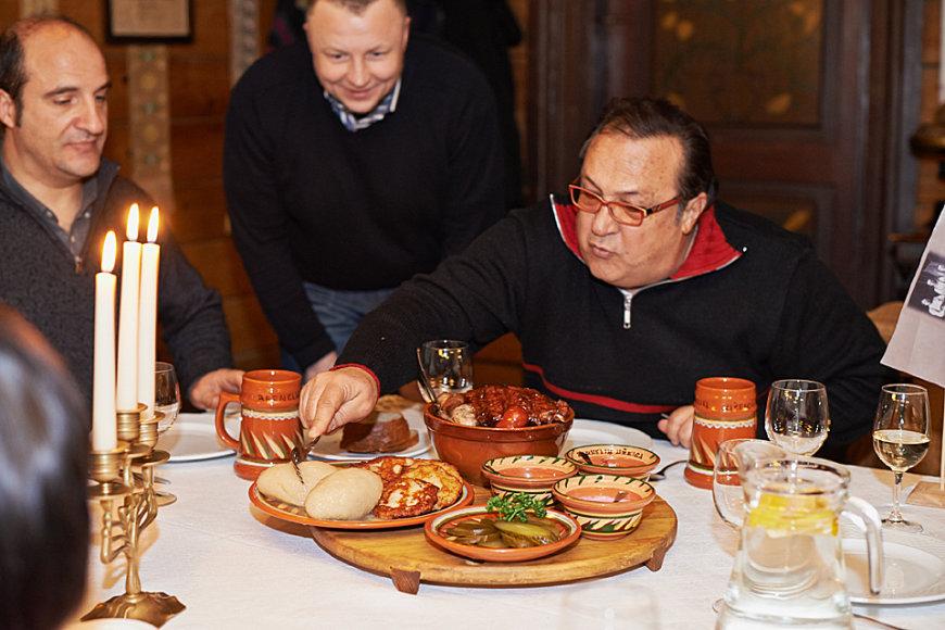 Robertino Loreti ragauja lietuviškus patiekalus