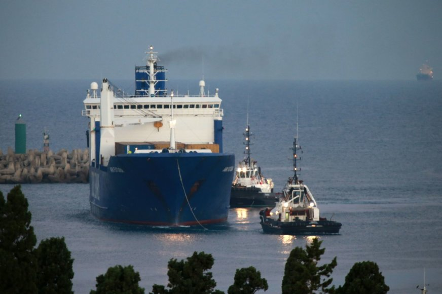 """Laivas """"Ark Futura"""" atgabeno 1300 tonų Sirijos cheminių ginklų."""