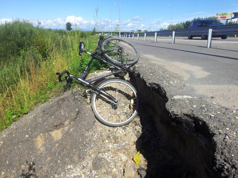 Subyrėjo prieš pusmetį Kauno rajone įrengtas dviračių takas