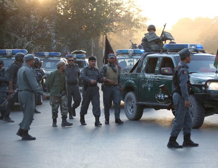 Afganistane susprogdintas benzinvežis