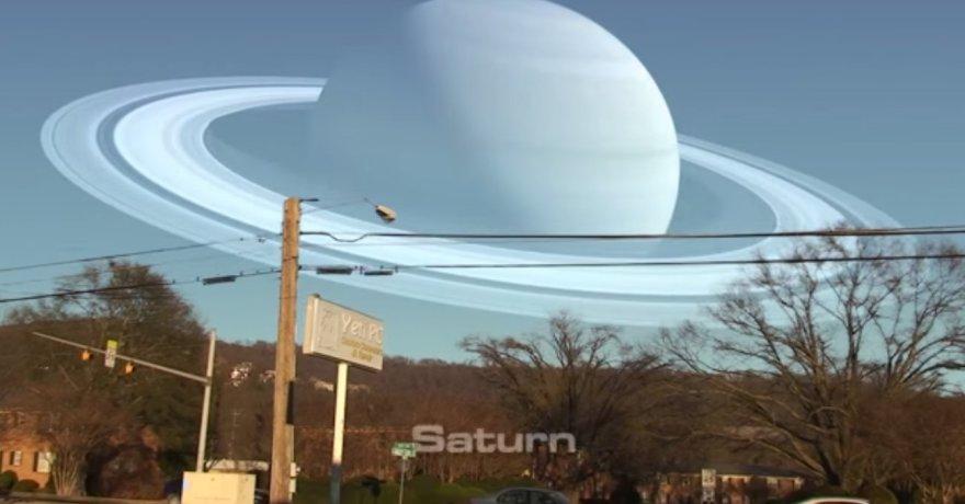 Vizualizacija parodo, kaip atrodytų dangus, jei Vietoje Mėnulio matytume Saturną