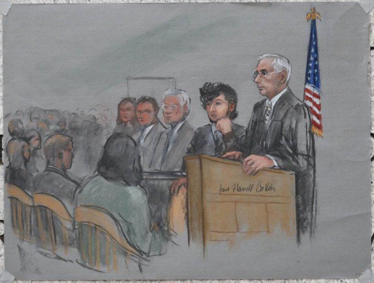 Piešinyje pavaizduotas teisme sėdintis Džocharas Carnajevas