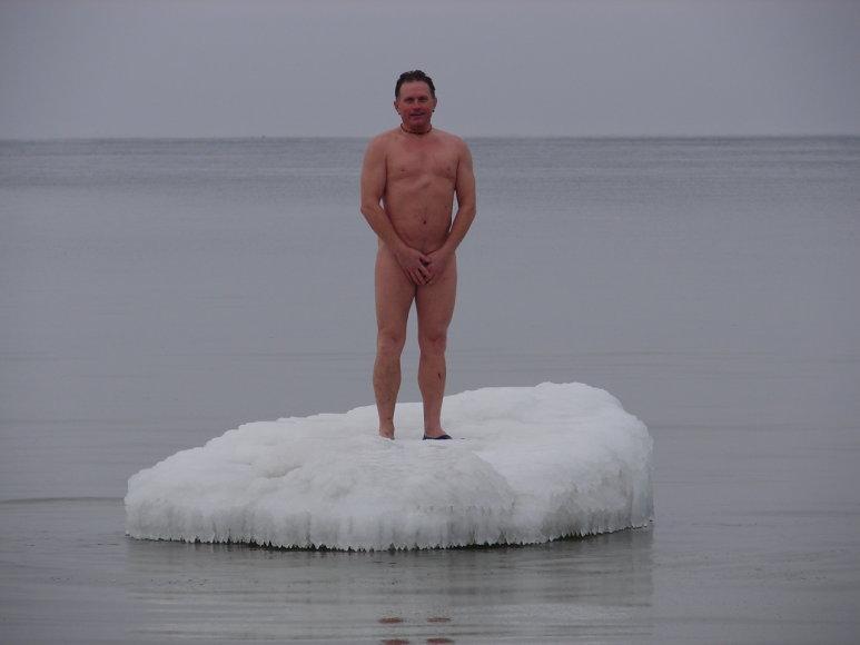 Kęstutis Baltijos jūroje ant ledo lyties 2010 m. vasario 12 d.