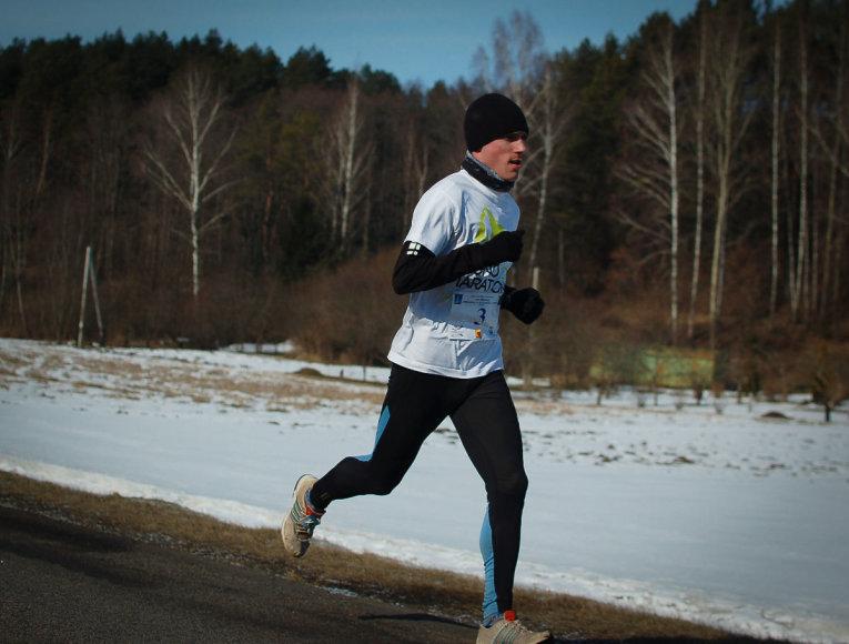 Remigijus Kančys bėga žiemą