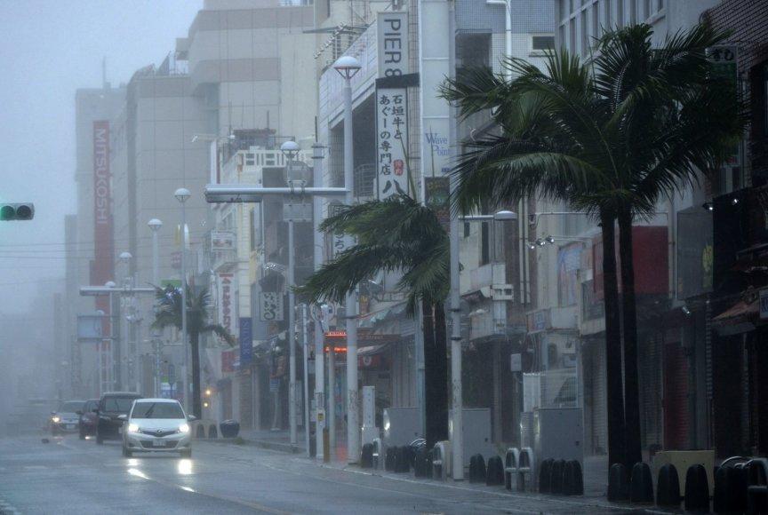 Taifūnas Neoguri priartėjo prie Japonijos krantų