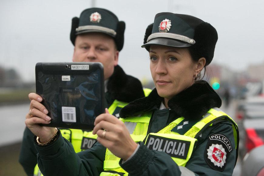 Policijos pareigūnų darba lengvina planšetiniai kompiuteriai