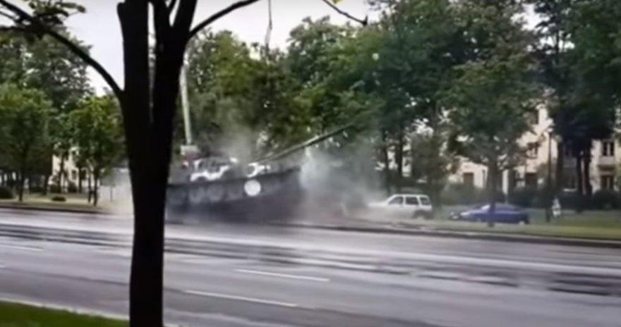 Tanko smūgis į stulpą Minske