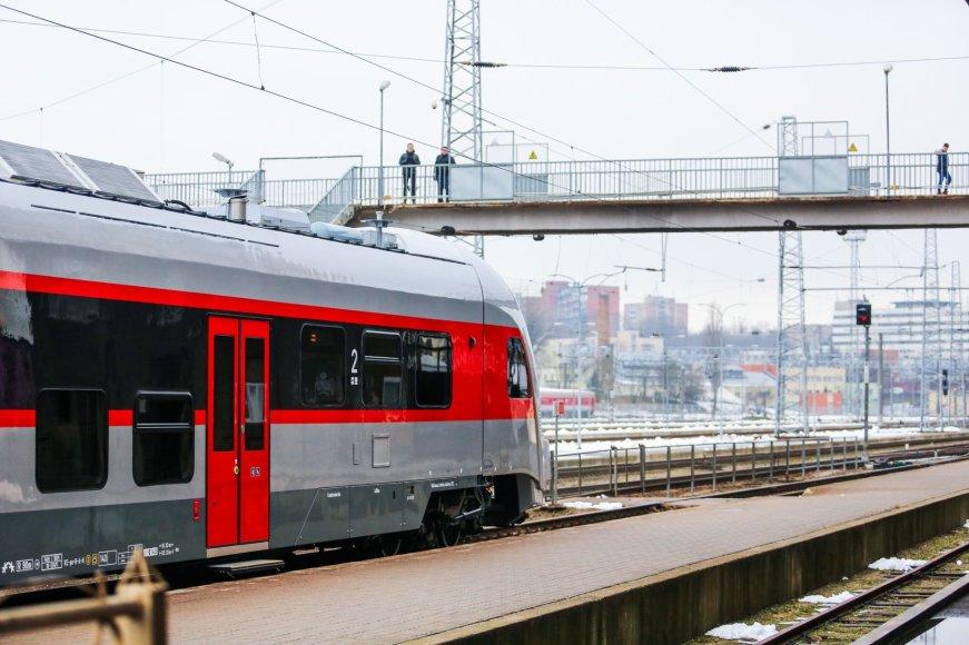 """Irmanto Gelūno / 15min nuotr./AB """"Lietuvos geležinkeliai"""" pristatė naują modernų traukinį"""