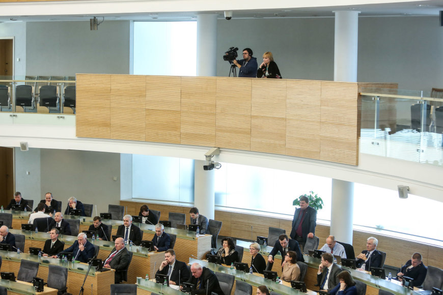 Seimas balsuoja dėl Manto Adomėno neliečiamybės