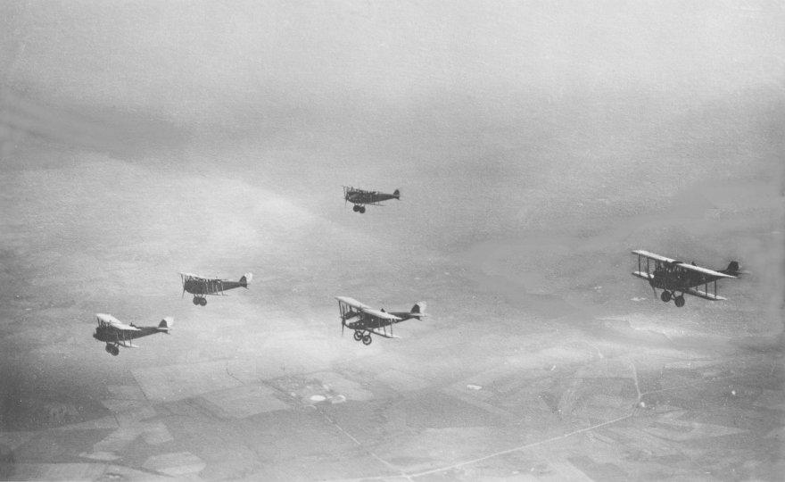 Pirmieji Lietuvos kariuomenės lėktuvai – žvalgybiniai LVG C.VI