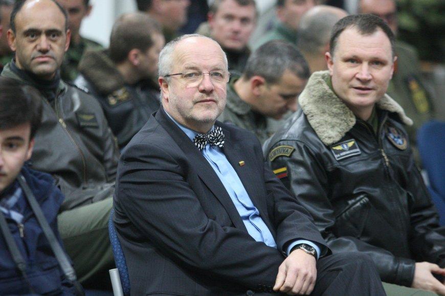 Juozas Olekas. NATO oro policijos misiją Šiauliuose perima Italijos ir Lenkijos kariai
