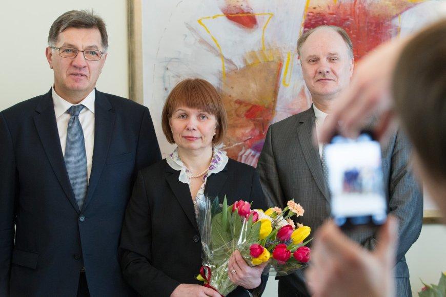 Penkioms geriausioms Lietuvos 2013 metų mokytojoms įteiktos premijos