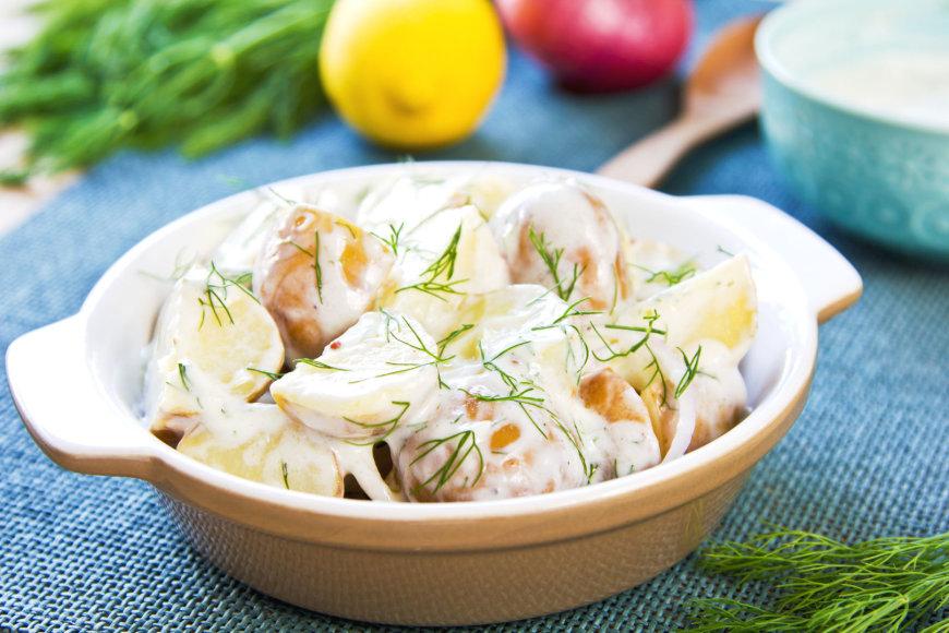 Bulvių mišrainė su agurkais ir krapais