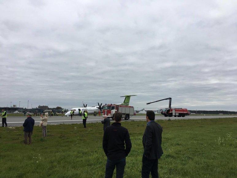 Lėktuvas nusileido ant korpuso