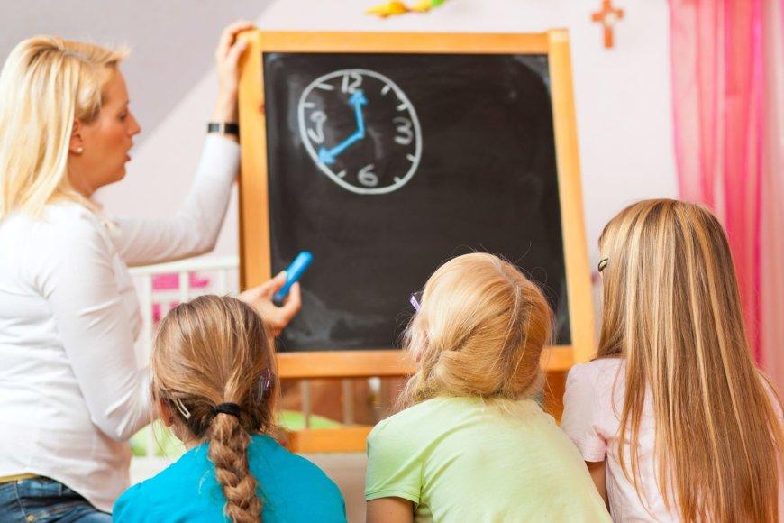 Mokytoja ir vaikai.