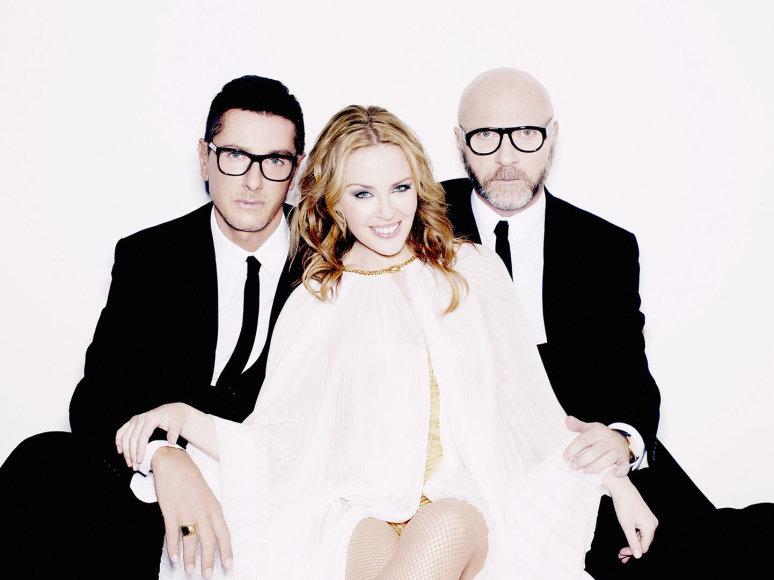 Kylie Minogue su dizaineriais Domenico Dolce ir Stefano Gabbana