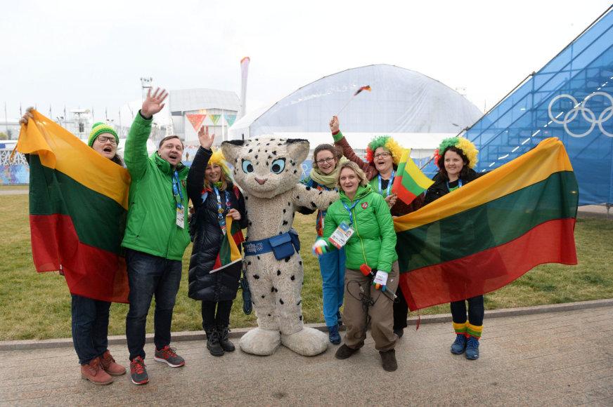 Lietuvos savanoriai Sočyje ir žurnalistai švenčia vasario 16-ąją olimpiniame žaidynių parke