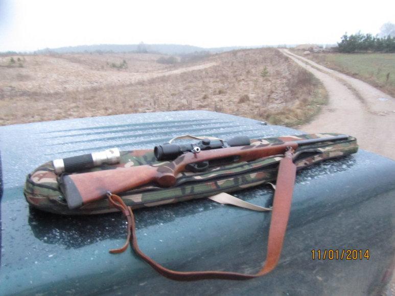 Iš brakonierių paimtas šautuvas