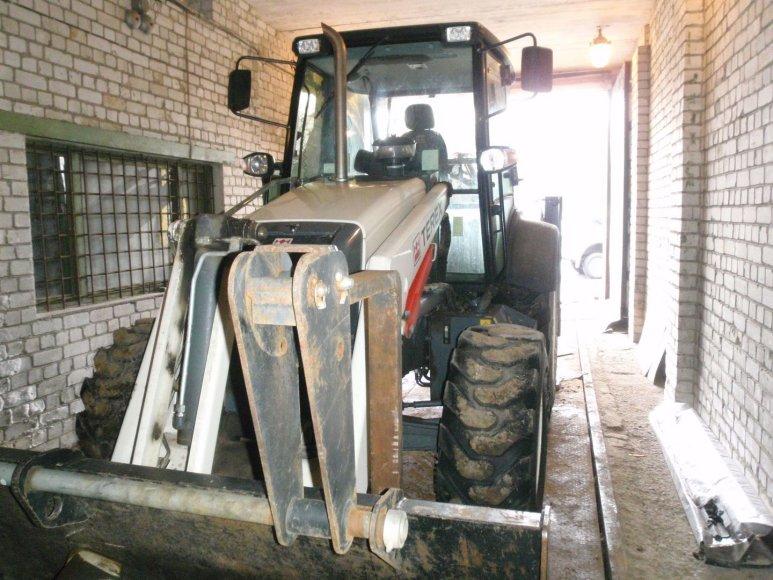 Lenkijoje pavogtas traktorius TEREX 860SX