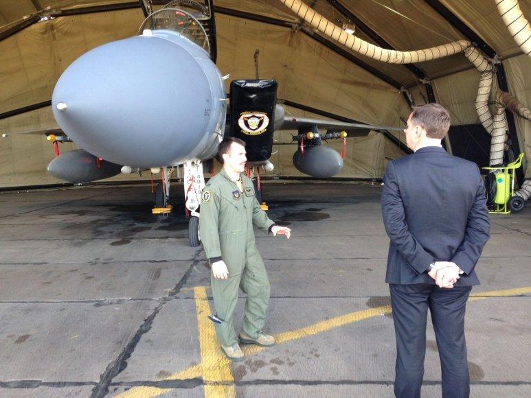 Kandidatas į LR Prezidentus A. Zuokas lankėsi NATO aviacijos bazėje Zokniuose