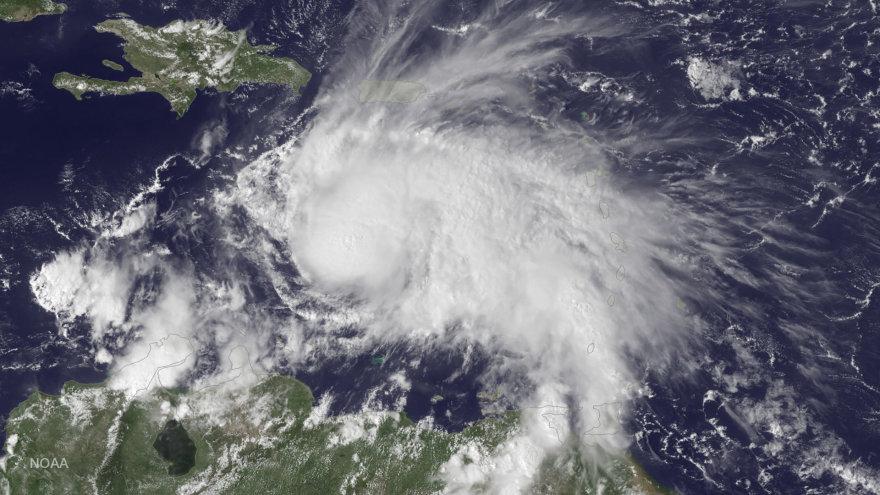 Uraganas Metju virš Karibų jūros