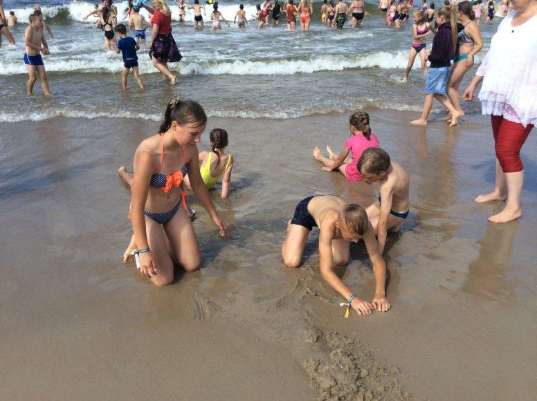 Pusė tūkstančio vaikų iš įvairių Lietuvos kampelių šeštadienį Palangoje pirmą kartą pamatė jūrą.