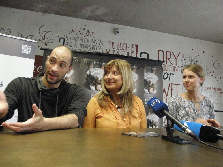 Iš kairės: choreografas Paulas Hessas, festivalio meno vadovė Birutė Letukaitė ir renginio koordinatorė Eglė Marčiulaitytė