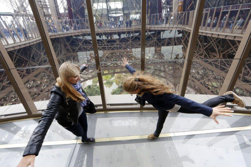 Stiklinės grindys Eifelio bokšte