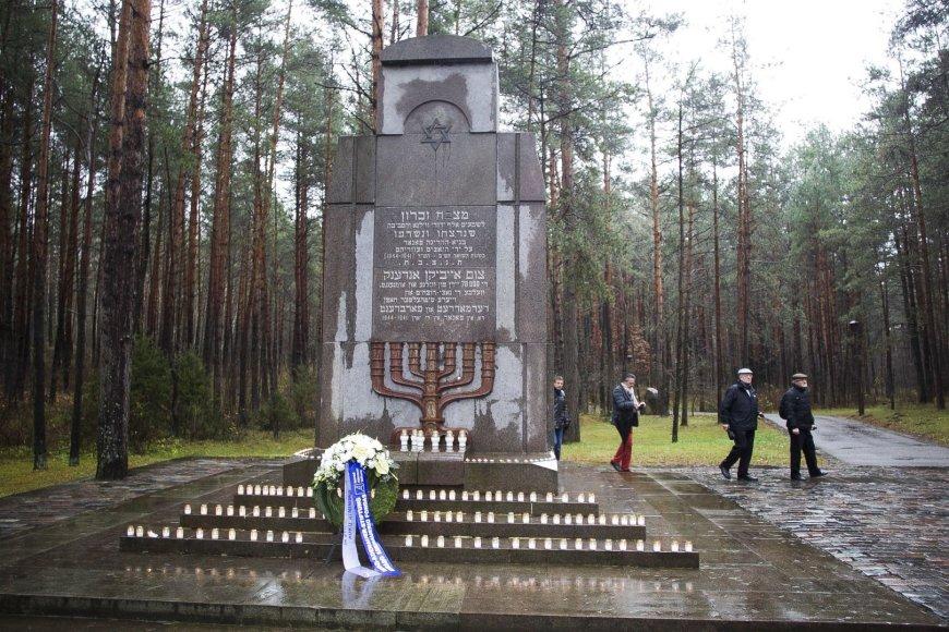 """""""Maccabi"""" krepšininkai Paneriuose pagerbė holokausto aukas."""