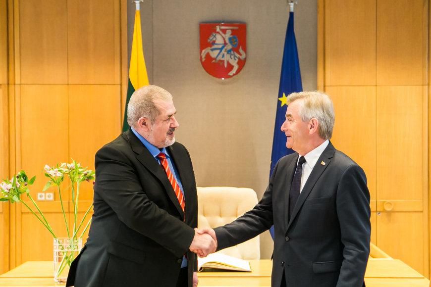 Pasaulio Krymo totorių kongreso pirmininkas ir Ukrainos Aukščiausiosios Rados narys Refatas Čubarovas susitiko su Seimo pirmininku Viktoru Pranckiečiu