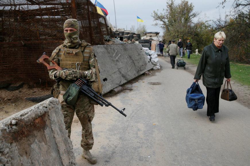 Ukrainos pajėgų patikros punktas prie įvažiavimo į užimtą Luhanską
