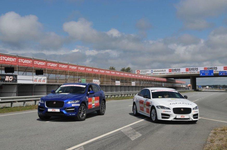 "Lenktynių ""Rescue car"" oficialiai tituluojamas ""Jaguar F-Pace"", o ""Safety car"" – ""Jaguar XF"""