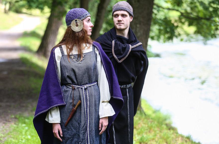 I-IV amžius, žemaičių genties kostiumas
