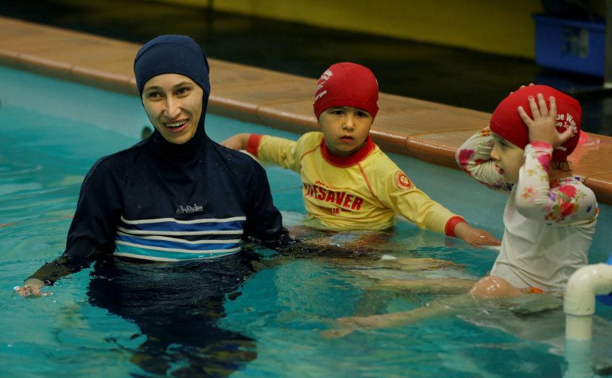 Šveicarijos musulmonai tėvai privalės leisti savo vaikus į plaukimo pamokas, kuriose kartu dalyvauja mergaitės ir berniukai