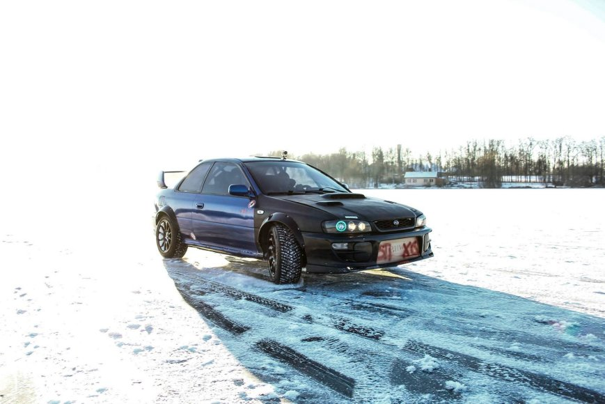 """Subaru Impreza WRX STI"" važiuoja ant ledo"