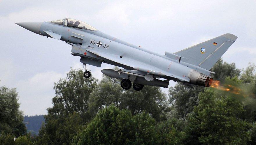 """Vokietijos naikintuvas """"Eurofighter"""""""